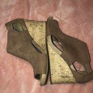 Suede sandal wedges